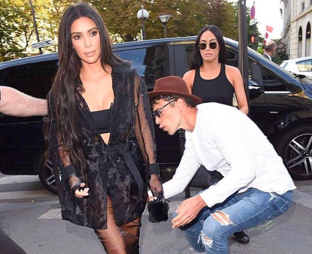 Hombre burla seguridad y besa el trasero de Kim Kardashian.