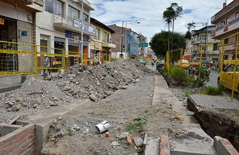 Puentes sobre el Tomebamba y Yanuncay paralizados