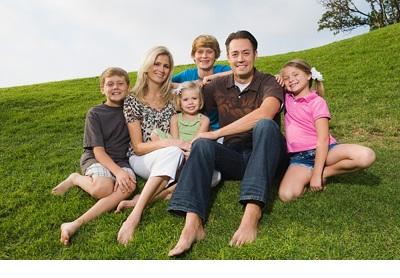 Opina sobre las dificultades de compatibilizar el trabajo con el cuidado de la familia