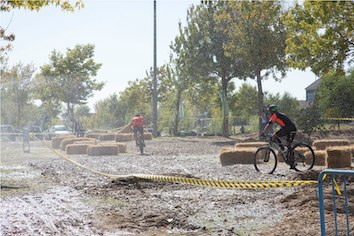 Cerca de 500 personas superaron los obstáculos del I Duatlón Land Warrior Ciudad de Majadahonda