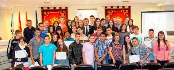 Los alumnos de PCPI reciben un diploma por su esfuerzo