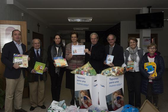 El colegio San Luis de los Franceses recibe cerca de un centenar de libros como premio por su solidaridad