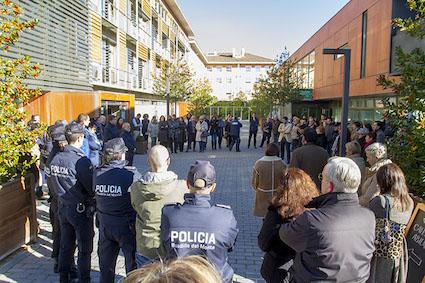 Boadilla se une a los gestos de condena por el atentado en París