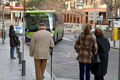 Los mayores de Las Rozas pagarán un 45% menos por el abono transporte