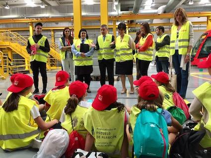 52 escolares visitan el Metro Ligero