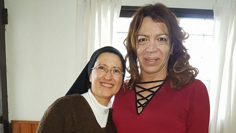 Lizy Tagliani se hizo un rato para visitar a la monja Astorga (LMNeuquén)