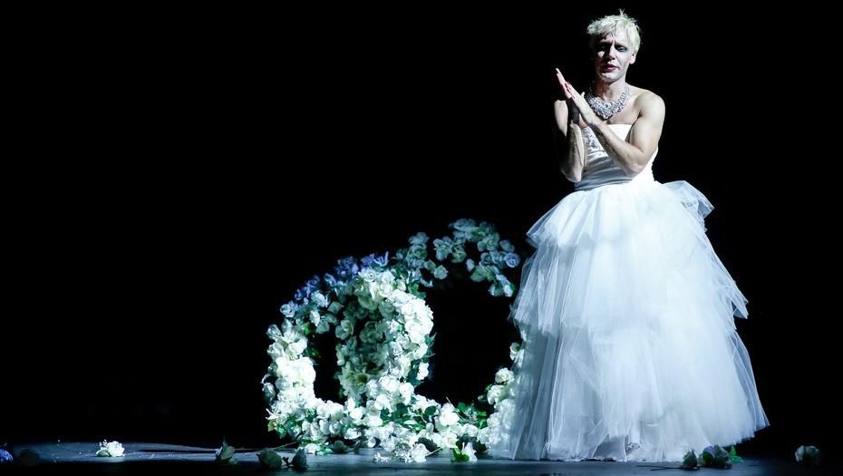 En el Teatro Cervantes  Evita vive (en la piel de Benjamín Vicuña) (Clarin.com/Cultura)