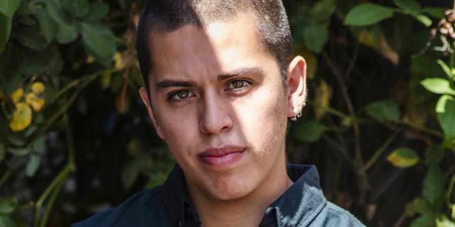 Gay, mapuche y feminista: un joven chileno interroga desde el arte  (Por: Agencia Presentes)