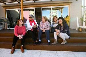 Los abuelos gays y lesbianas tienen su propio centro de jubilados (La Nación)