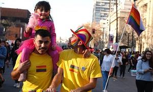 Bachelet avanza a contrarreloj para lograr el matrimonio igualitario con adopción en Chile