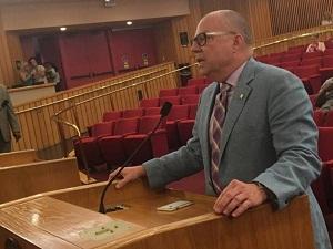 Prohíben 'terapia de conversión' para jóvenes homosexuales en Miami-Dade