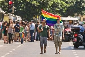 Israel eliminará prohibición que impide a personas LGBT adoptar