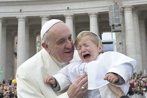 Obispos católicos invitan a padres a rechazar a sus hijos transgénero