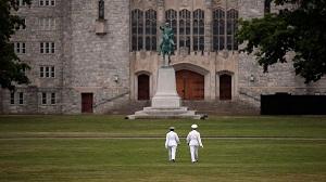 Pareja de capitanes del Ejército se casó en inédita boda gay en la academia militar de West Point