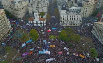 Represión y desmanes en Plaza de Mayo