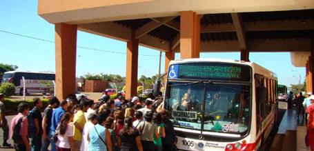 Vecinos paraguayos no pueden ingresar al país por la nueva política antimigratoria