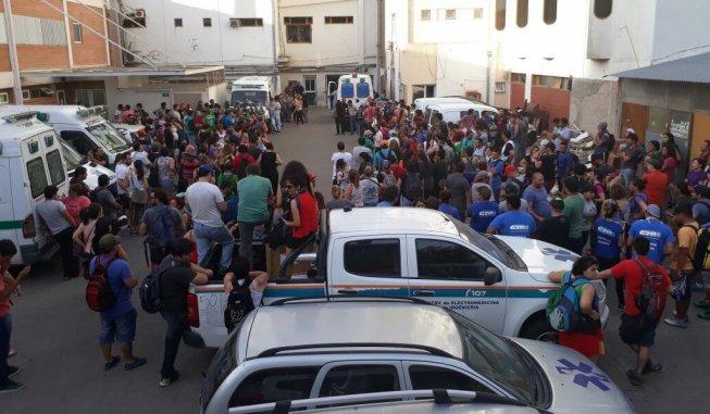 Brutal represión policial a estatales neuquinos