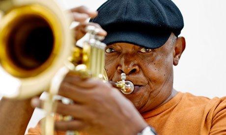 Muere Hugh Masekela, leyenda del Jazz sudafricano