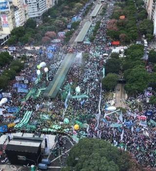 Multitudinaria marcha contra el Gobierno