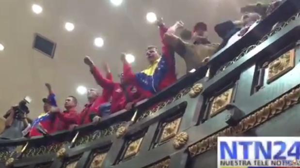 Chavistas provocan la suspensión de una sesión del Parlamento