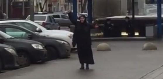 """Una mujer blande la cabeza decapitada de un niño al grito de """"Alá es grande"""" en Moscú"""