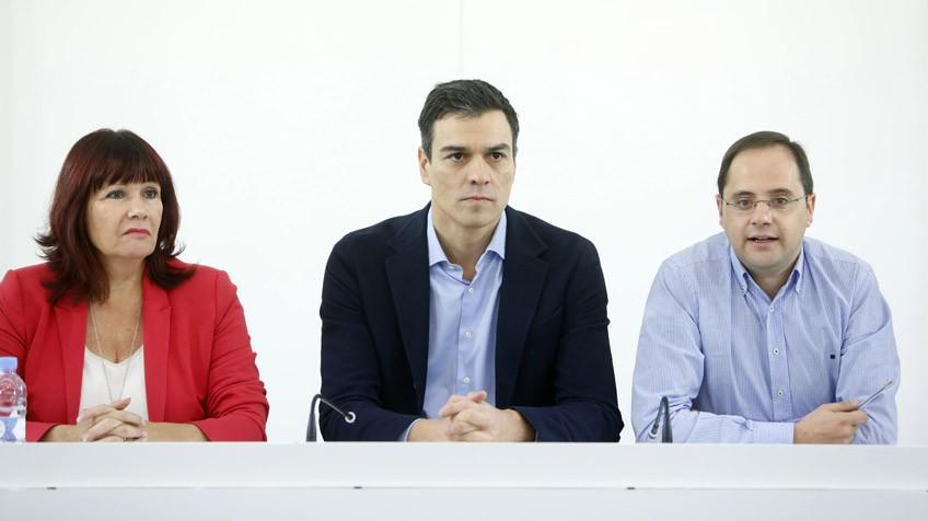 El PSOE se encierra en el