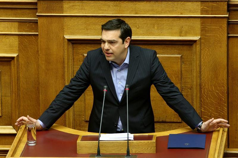 Tsipras hunde a los griegos en un conglomerado de impuestos y sanciones