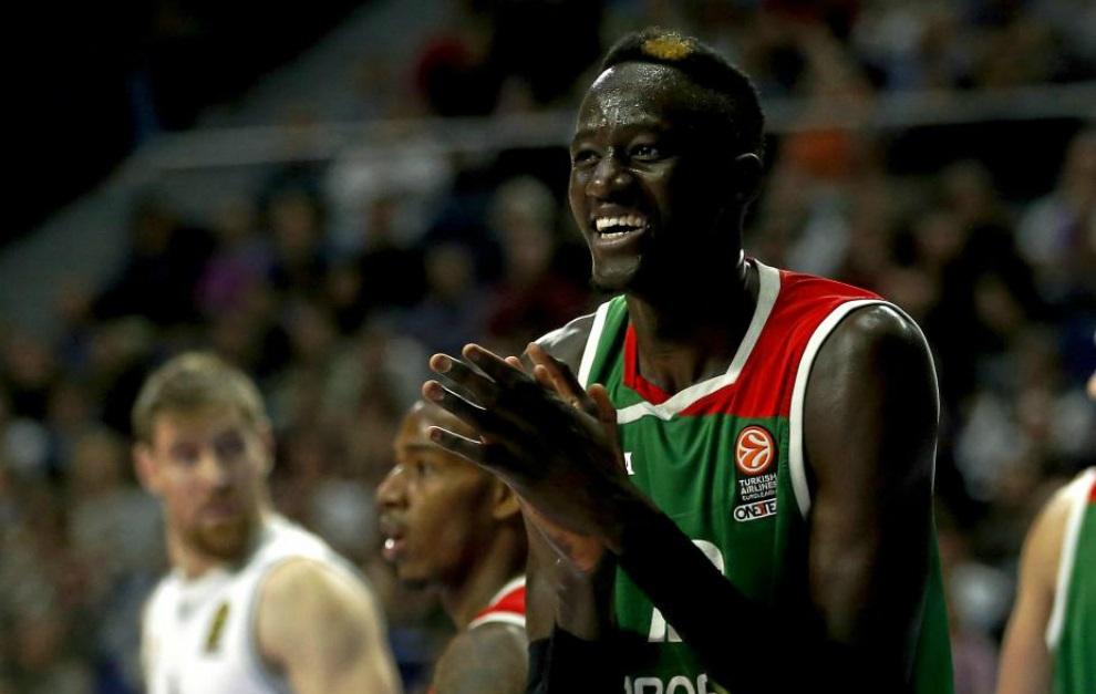 Diop, el pívot español de 2,40 m. de envergadura, se apunta al Draft NBA
