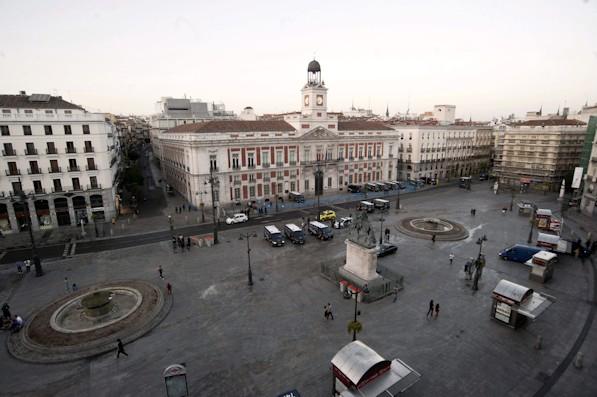 La Puerta del Sol, vacía por el aislamiento