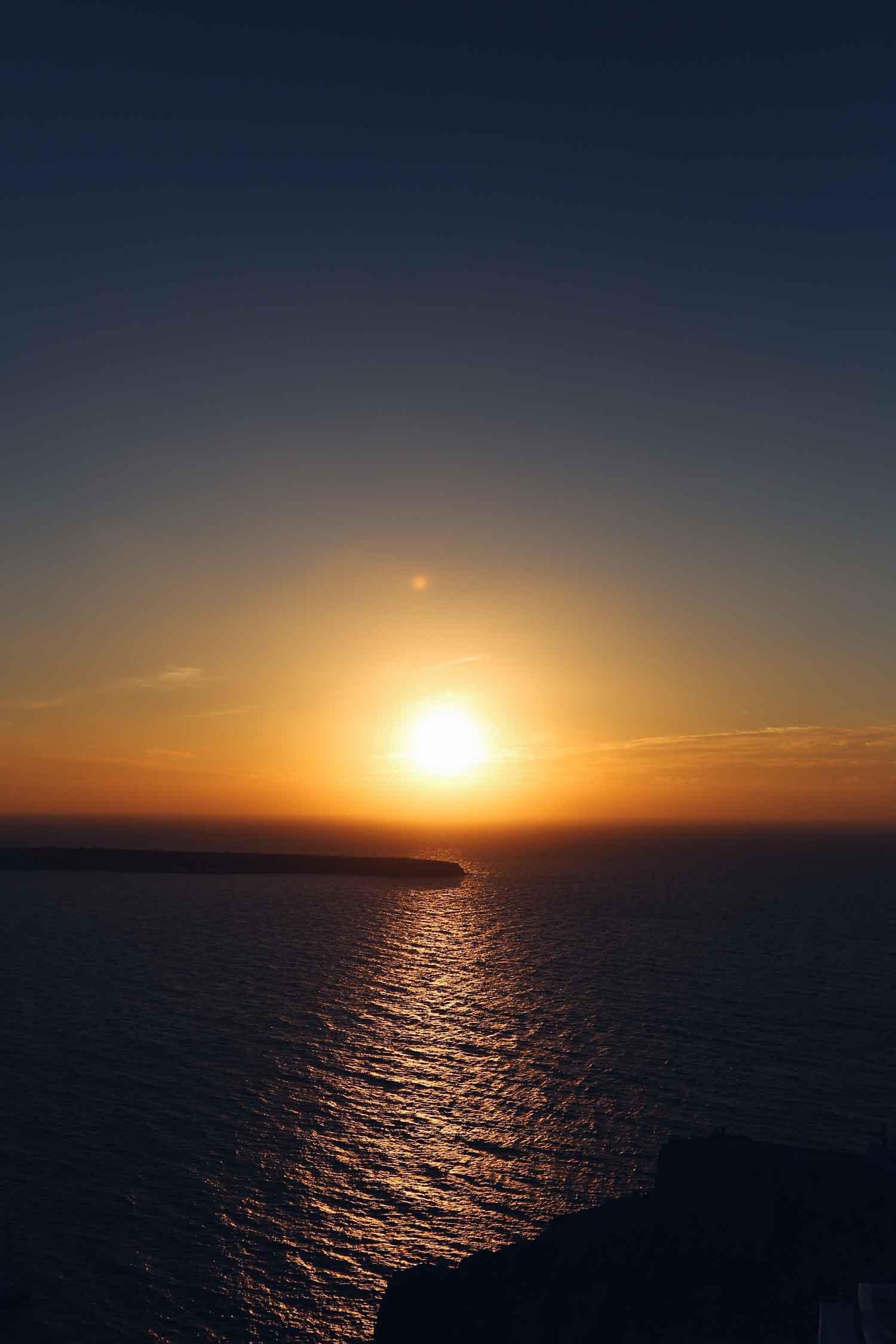 Un atardecer mágico desde Oía, en Santorini