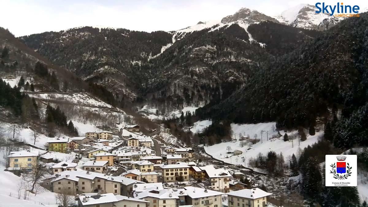 El pueblo de Mezzoldo, bajo la nieve