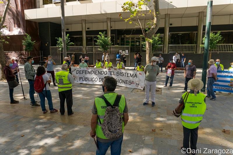 Las personas mayores realizan actos reivindicativos en todo el Estado, en Murcia en INSS exigen la auditoría de las cuentas de la Seg.Social