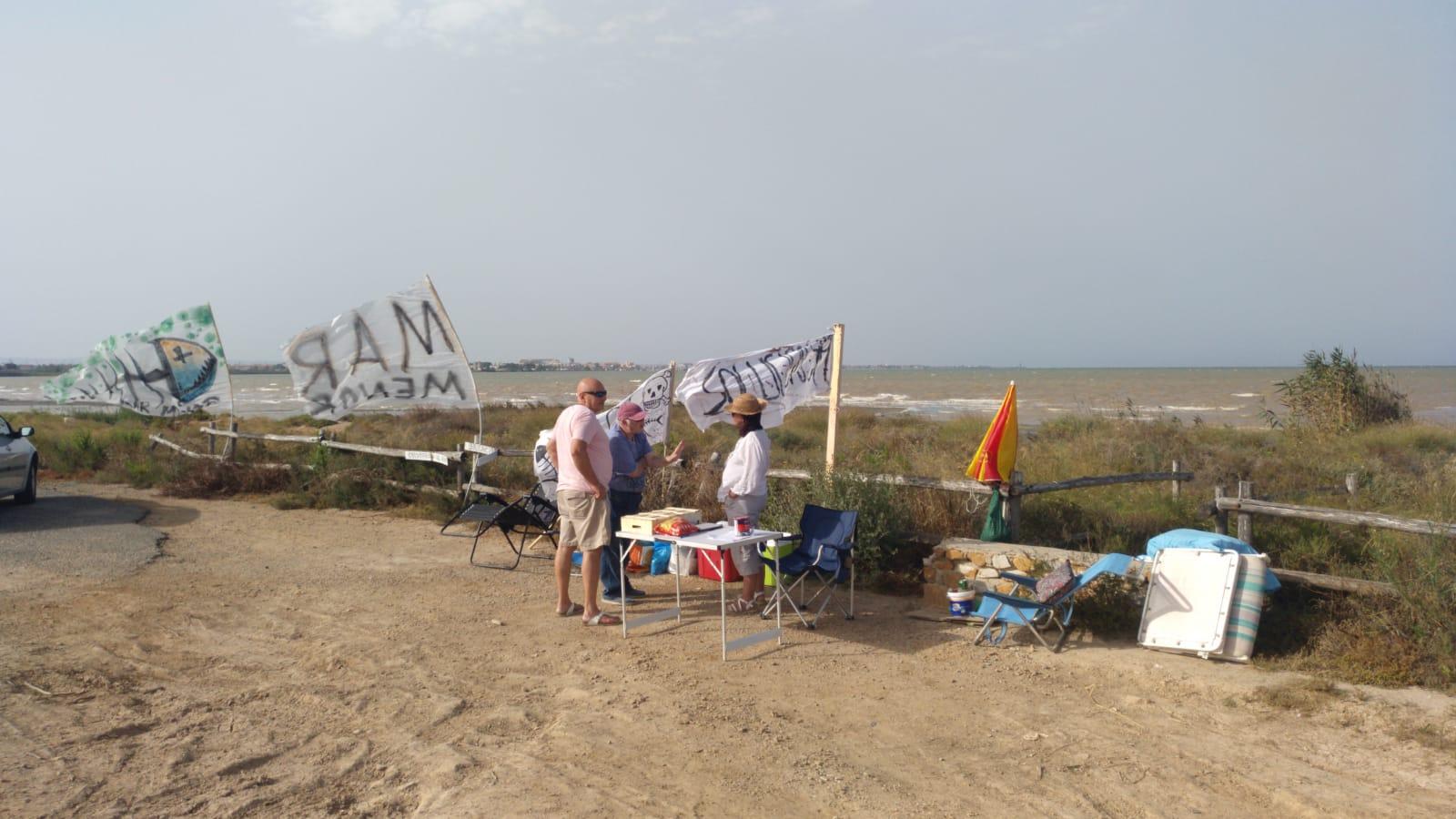 Ayer en Marina de Carmolí, en Los Urrutias con las compañeras que están defendiendo el Mar Menor