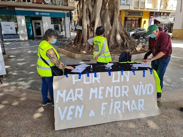 Yayoflautas de Murcia, salen a la calle, esta vez defendiendo El Mar Menor