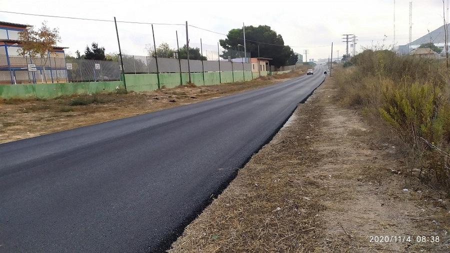 El Ayuntamiento de Cartagena asfalta un tramo entre el Colegio de la Asomada y la ITV, por lo mismo ¿porqué no el carril bici y peatones??