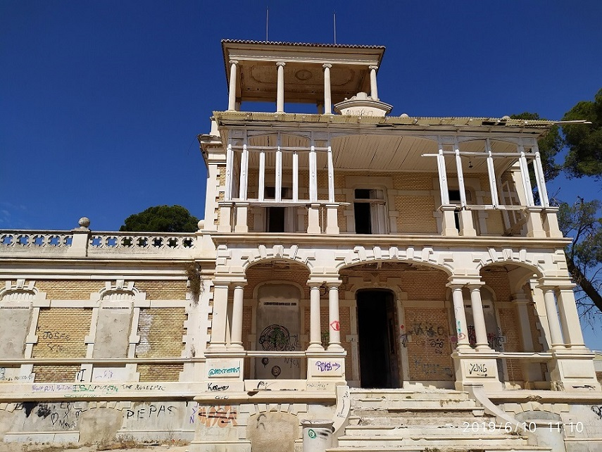 Villa Calamari, historia de una dejadez