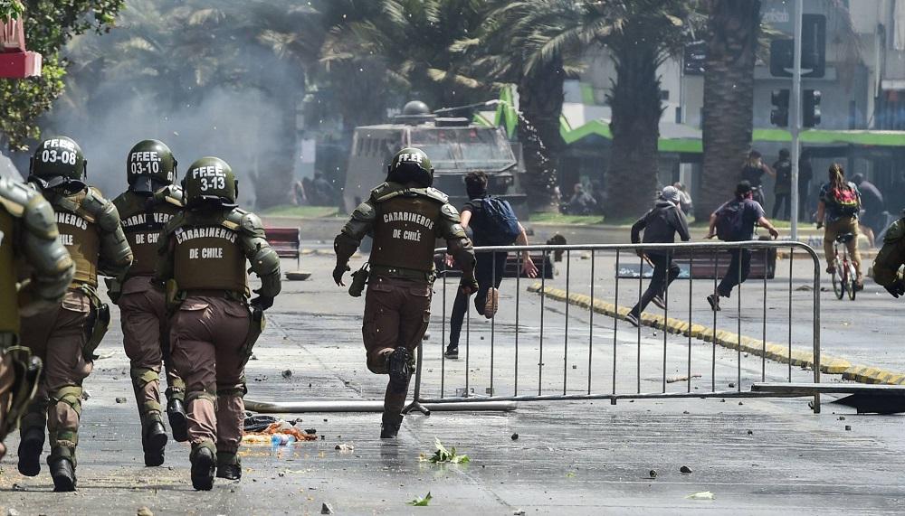 Tres muertos en el incendio de un supermercado durante los disturbios en Santiago de Chile