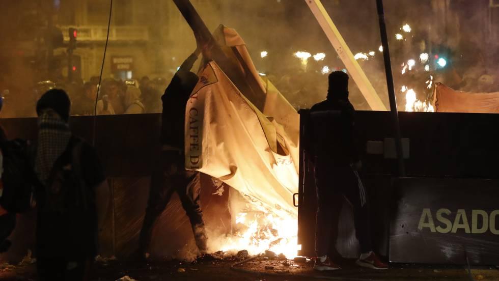 Los 2.000 jóvenes que tratan de sembrar el caos cada noche en Barcelona