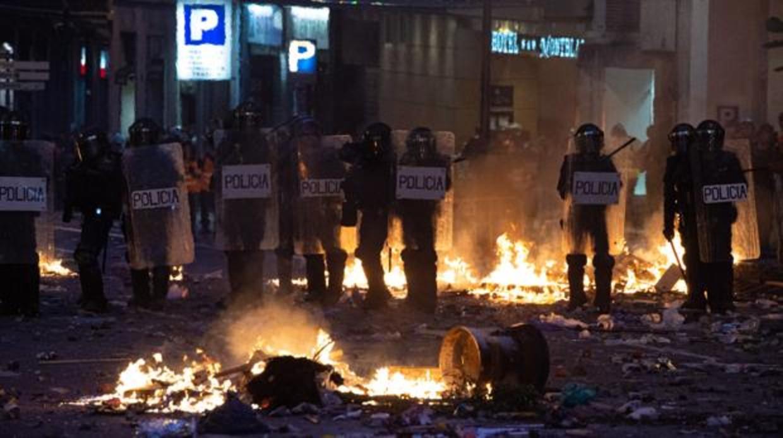 Muy grave en la UCI un policía gallego al que hundieron el casco en los disturbios en Barcelona