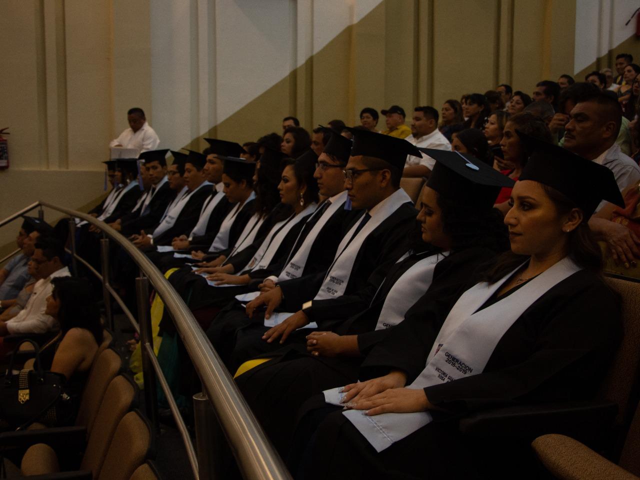 Graduación de generacion de la Escuela de Ciencias de Comunicación