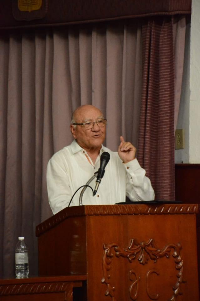 Periodista Triay en conferencia