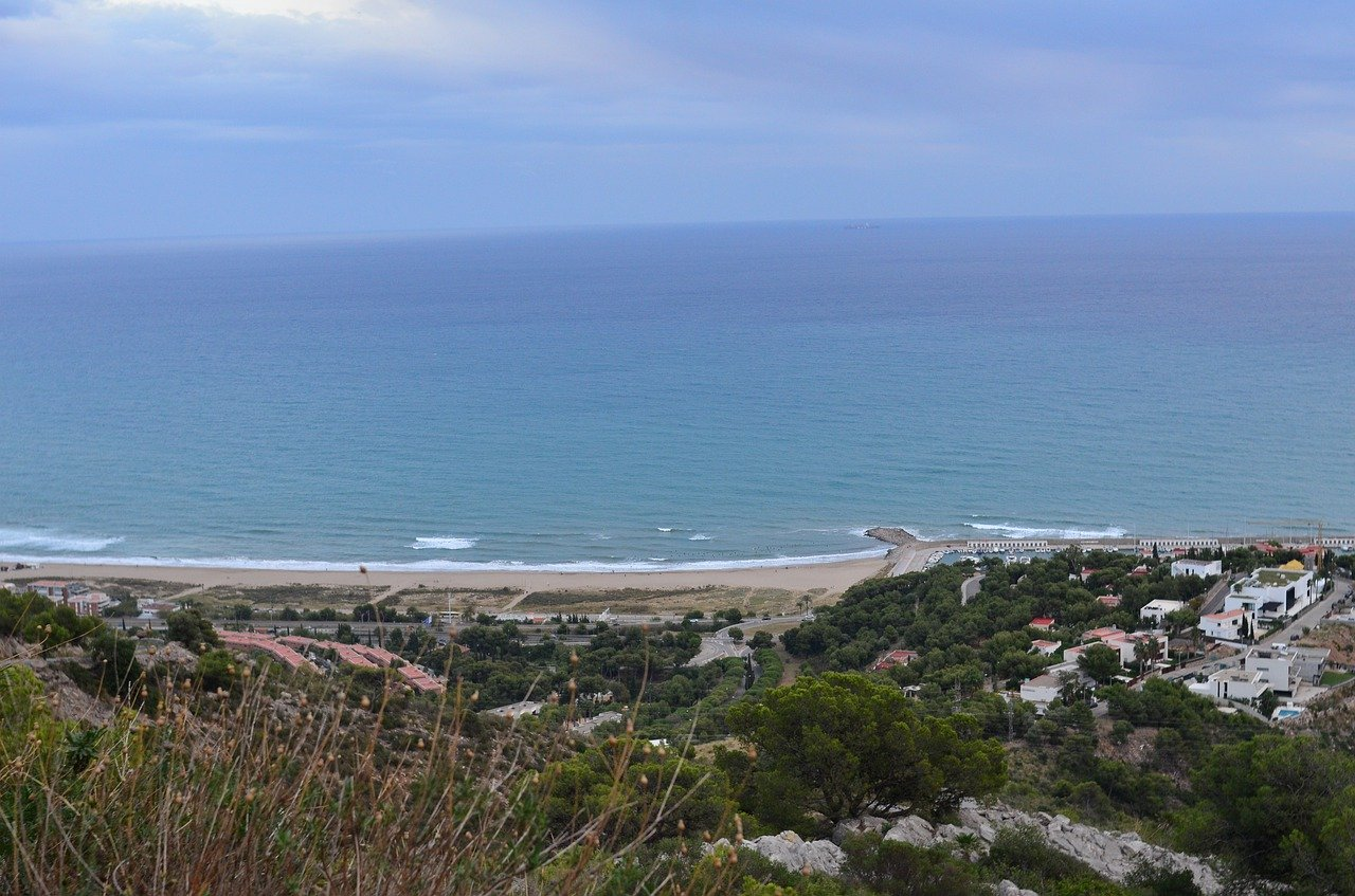 Victoria de Mar Puig a la primera prova del circuit català de surf.
