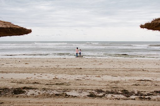 Joven turista detenida en las playas de Túnez por hacer topless