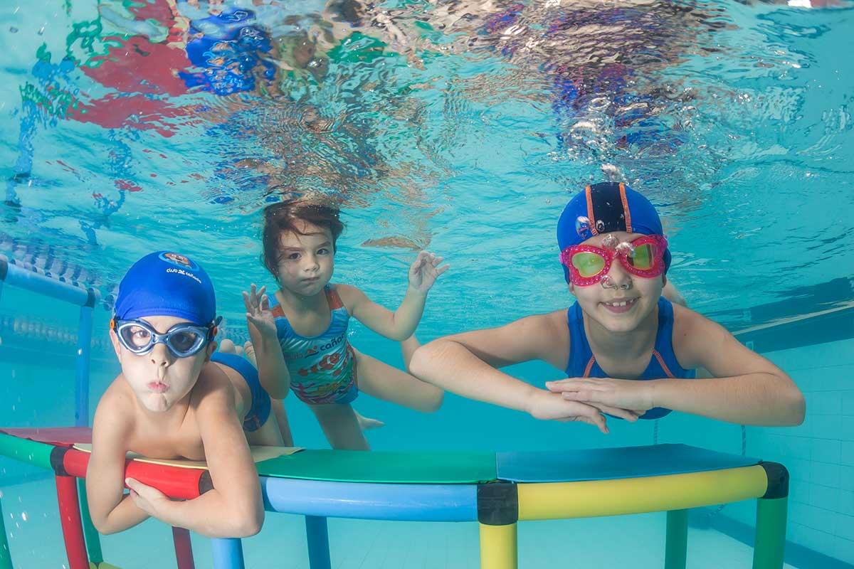 La natación el deporte mas completo, también en niños.