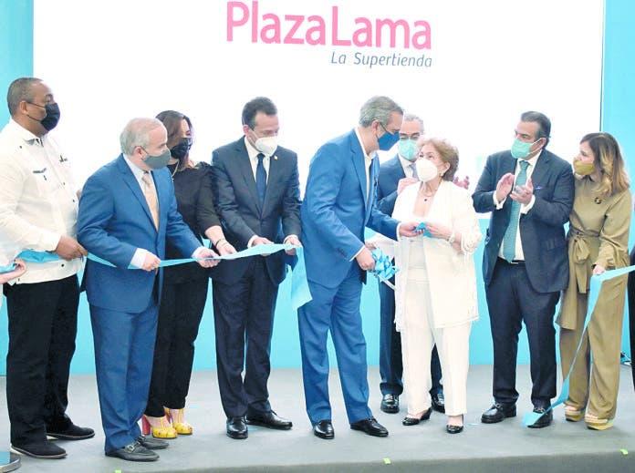 Abinader encabeza la inauguración de Plaza Lama en SDO