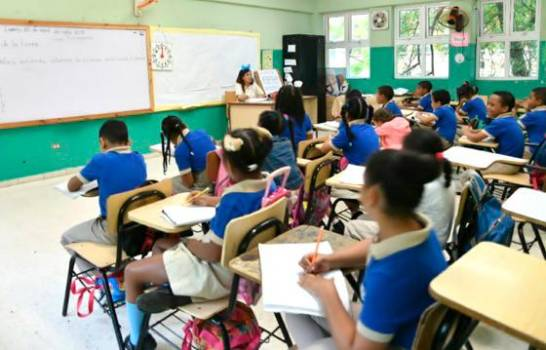 Sector educativo dominicano dividido por cuándo volver a las aulas