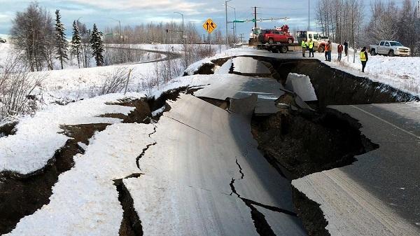Sismo en Alaska de magnitud preliminar 7,8; cancelan alerta de tsunami