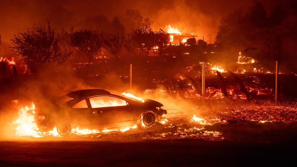 Envían al Ejército y a la Guardia Nacional para ayudar en la extinción de los incendios de California