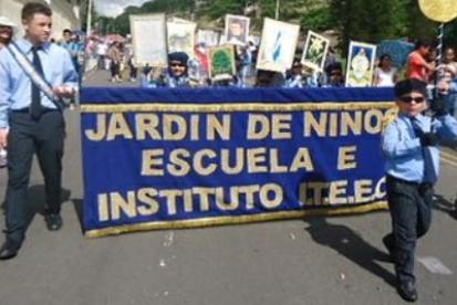 EL INSTITUTO ITEEC DE VUELTA A LOS DESFILES
