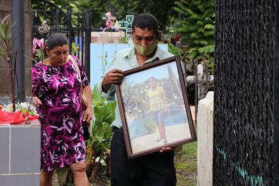 PADRES RECUERDAN A SU HIJA, 10 AÑOS DESPUÉS DE LA MASACRE DE TAMAULIPAS